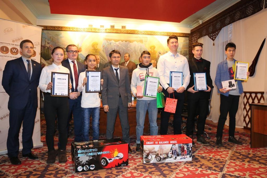 Победители детского конкурса рисунков «Коррупция глазами детей» и конкурса видеороликов среди молодежи «Коррупция - стоп!» награждены дипломами и призами