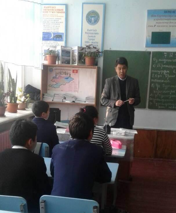 Государственный нотариус города Кок-Жангак Жалал-Абадской области встретился с учениками школы