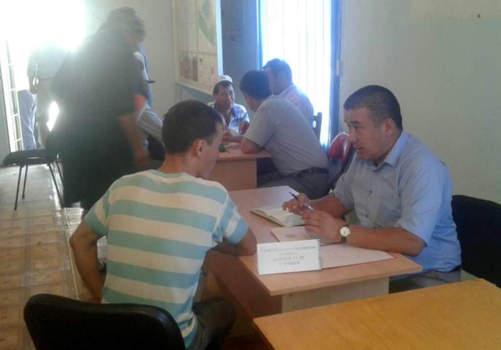 Государственный нотариус Сузакского района организовал встречу с жителями Кызыл-Тууйского и Кыз-Кольского айыльного округа, пострадавших от стихийного бедствия