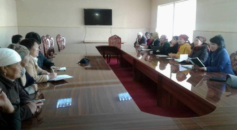 Государственный нотариус Алайского района Исакова Л. провела встречу с ответственными секретарями айыл окмоту и председателями айыльных кенешей Алайского района