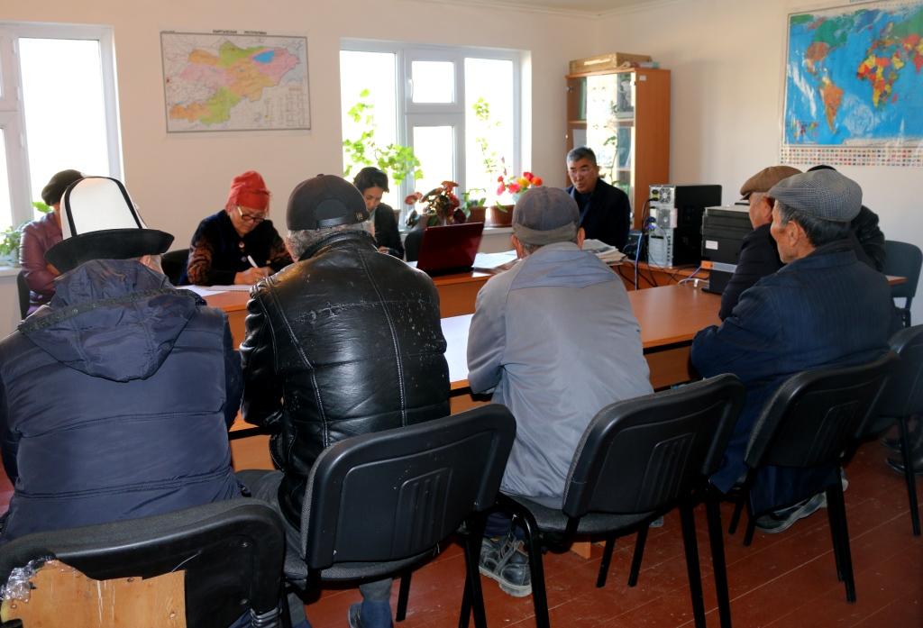 Начальник Управления юстиции Баткенской области М. Кармышаков выехал на «Автобусе солидарности» к местным жителям  Баткенского района