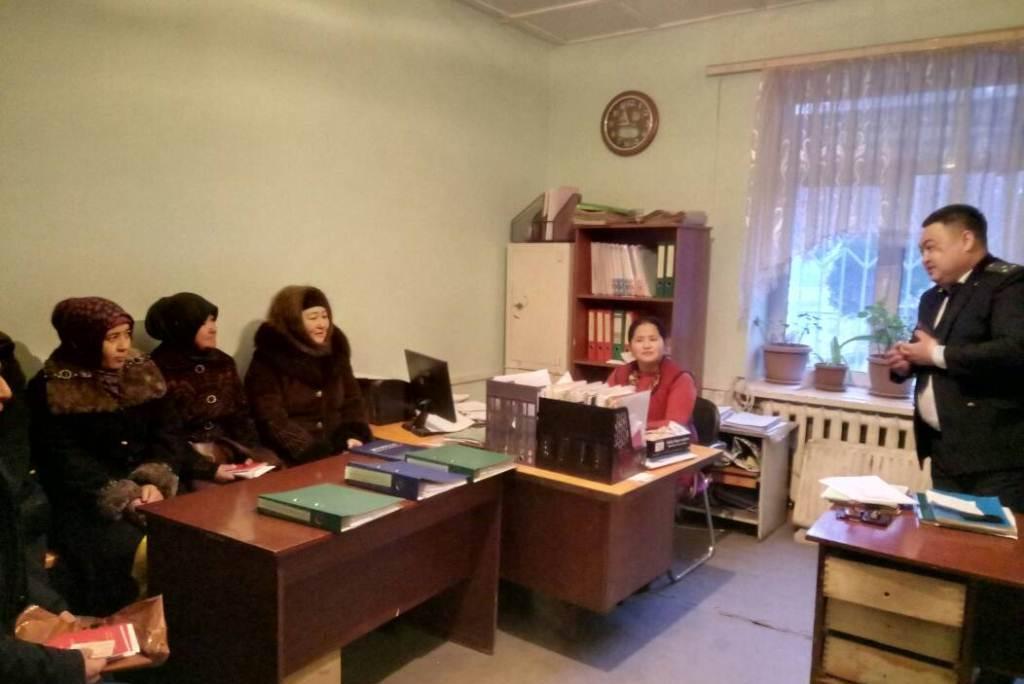 Государственный нотариус Кара-Сууйского района Ошской области провел праворазъяснительный семинар для работников айыл окмоту