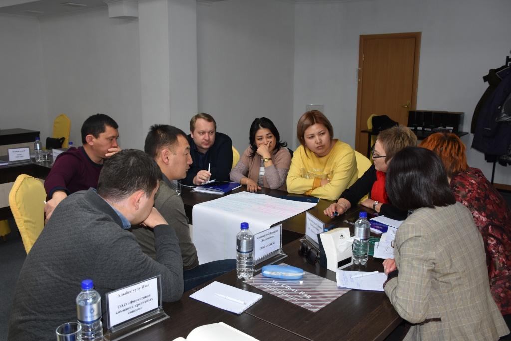 Мамлекеттик органдар финансы – кредиттик уюмдардын өкүлдөрү менен биргеликте Кыргыз Республикасында кыймылдуу мүлккө талап укуктарынын тутумунун өнүктүрүү Концепциясынын долбоорун талкуулашты