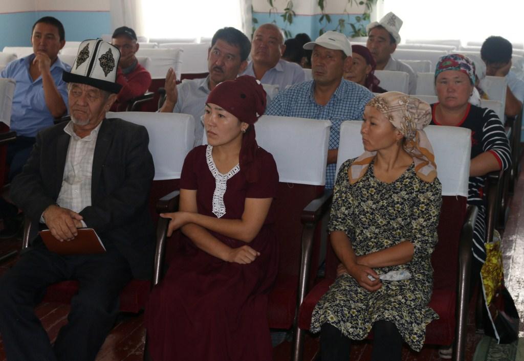 Укуктук маданиятын жогорулатуу максатында Баткен облусунун юстиция башкармалыгынын начальнигинин орун басары М.Эрмеков Ак-Турпак айылына барды