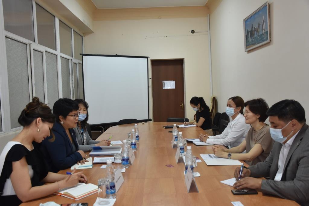 Министр юстиции Кыргызской Республики А. Чынбаева и Глава агентства «ООН-женщины» в Кыргызской Республике У. Жамсран обсудили вопросы сотрудничества