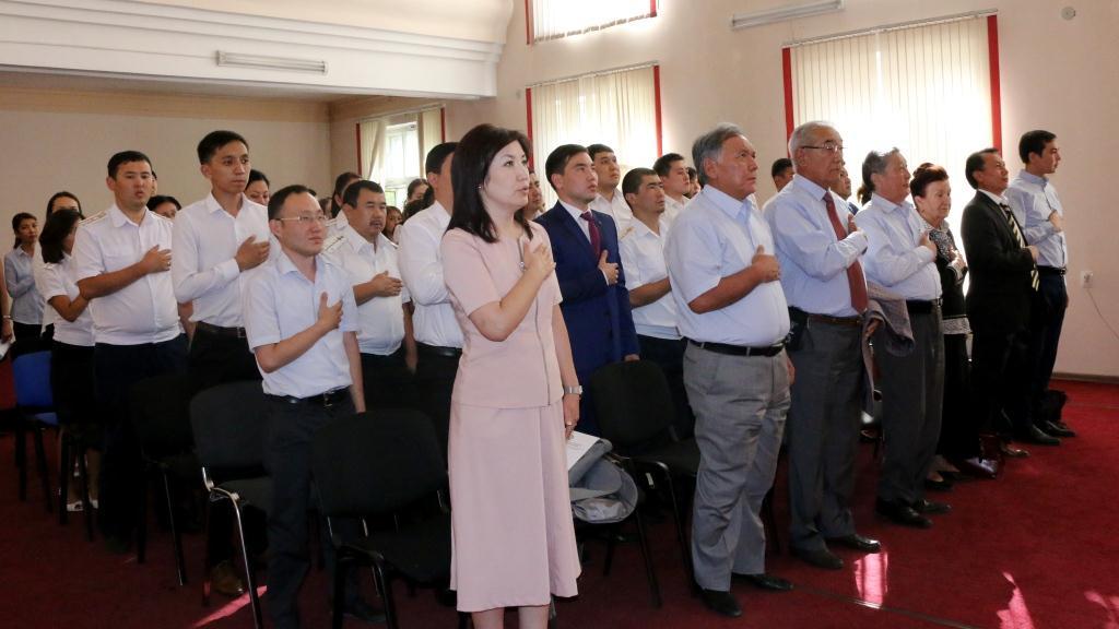 В Центральном аппарате Министерства юстиции прошло торжественное собрание, посвященное празднованию Дня Независимости Кыргызской Республики