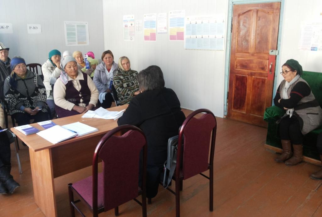 Население Тюпского района Иссык-Кульской области встретилось со специалистами «Автобуса солидарности»