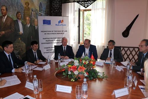 В Министерстве юстиции КР состоялась встреча с представителями нотариальных палат России, Казахстана и Франции