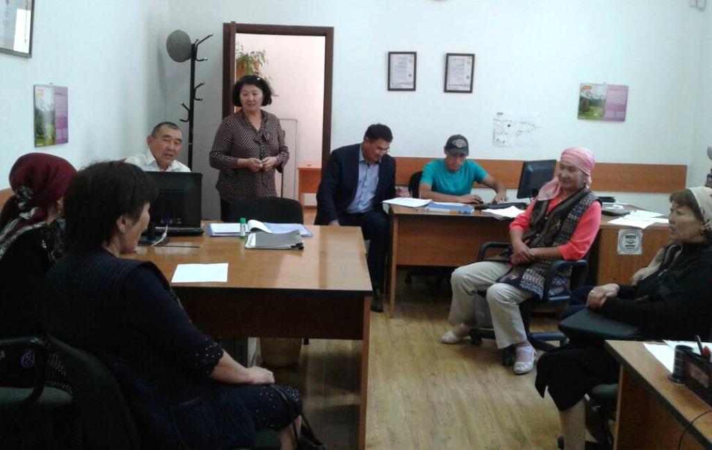 Государственные нотариусы Иссык-Кульской и Джалал-Абадской областей проводят встречи для разъяснения ряда Законов Кыргызской Республики