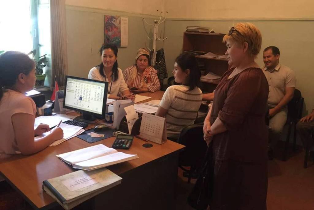 Государственный нотариус города Ош провела разъяснительную работу среди местного населения