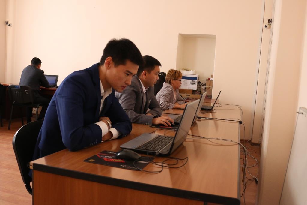 Адвокаттык лицензия алуу үчүн квалификациялык экзаменди  10 талапкер ийгиликтүү тапшырды
