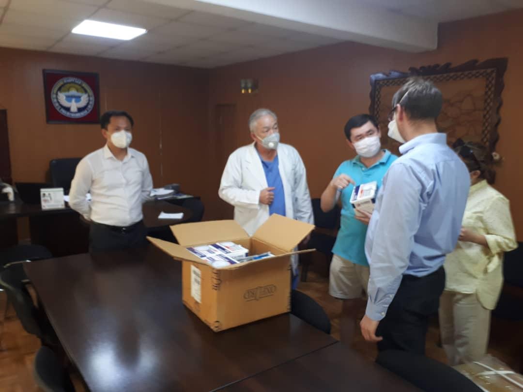 КР Юстиция министрлиги Улуттук госпиталдын Урология илимий борборуна колдон келишинче жардам көрсөтүүдө