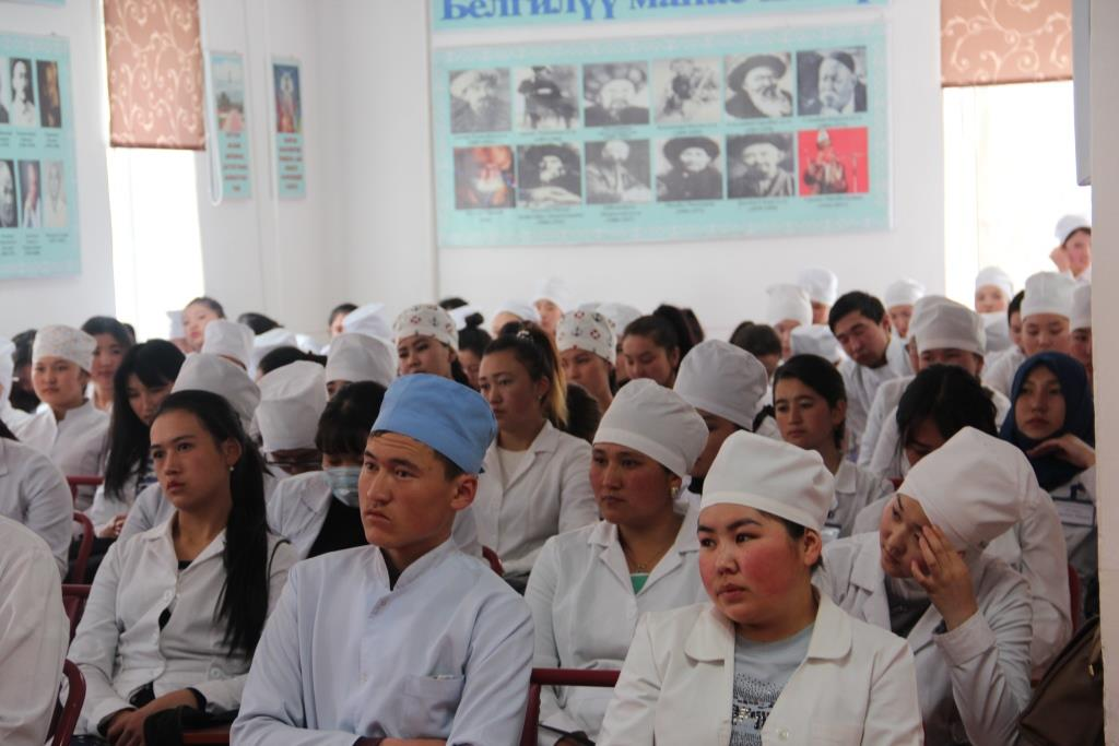 Нарын медициналык колледжинин студенттерине жазык мыйзамдарындагы өзгөртүүлөр тууралуу айтып беришти