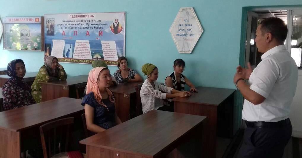 Ош облусунун Араван районунун мамлекеттик нотариусу А. Капаров Араван райондук билим берүү бөлүмүнүн кызматкерлери менен жолугушуу өткөздү