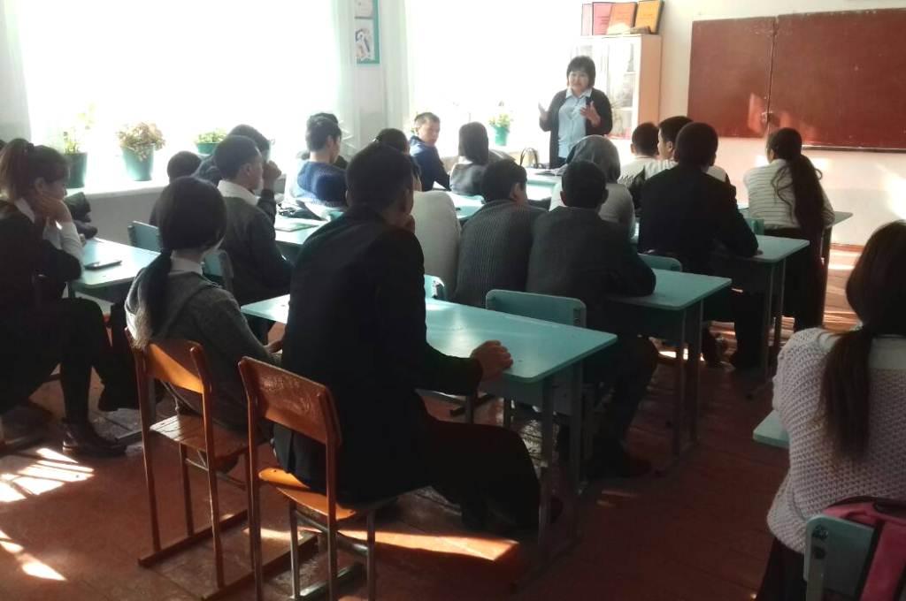 Нарын облусунун мектеп окуучуларына укуктук темаларга арналган лекциялар уюштурулууда