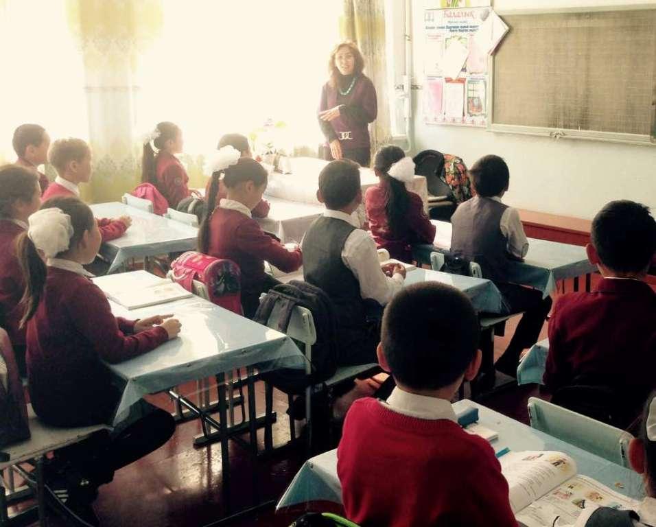 Ысык-Көл облусунун мамлекеттик нотариустары орто билим берүү уюмдарынын окуучулары арасында укуктук үгүттөө иштерин жүргүзүүдө