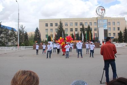 В городе Нарын проведена акция «Я живу по Конституции»