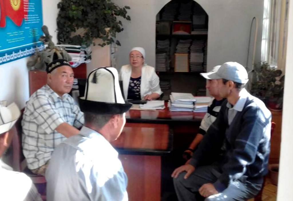 Государственный нотариус Аксыйского района провел встречу  с жителями района на правовую тему