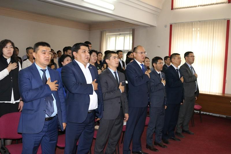 Юстиция министрликтин жамааты Мамлекеттик тил майрамына арналган салтанаттуу иш чара өткөрдү