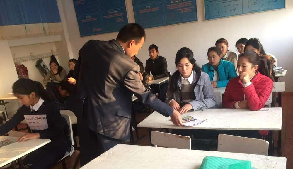 Талас облусунун мамлекеттик нотариустары  окуучулардын укуктук аң- сезимин  кеңейтүү боюнча иш-чараларын улантууда