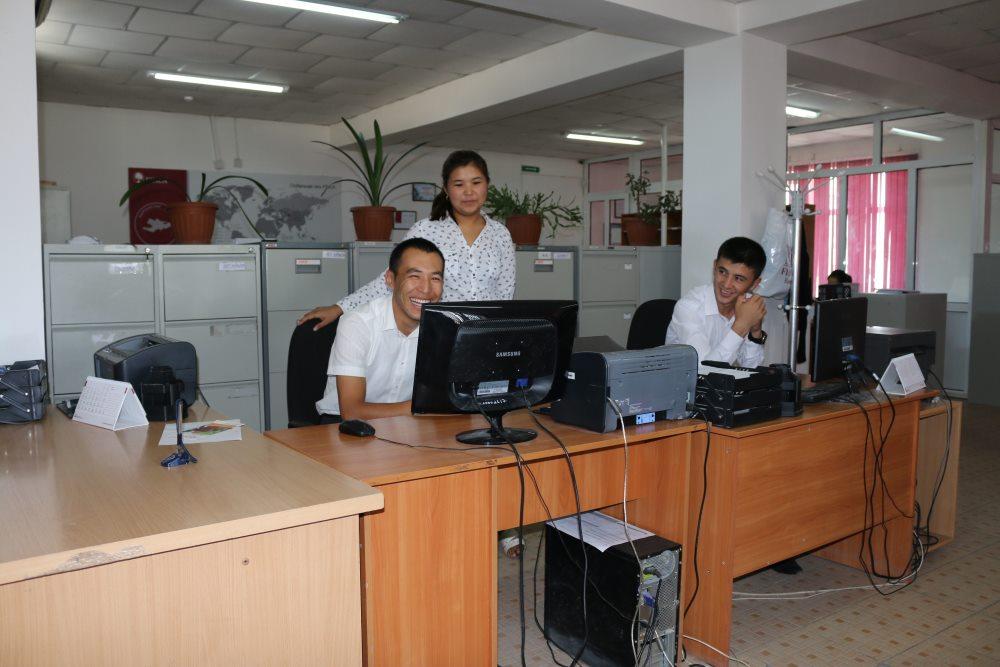 Государственный нотариус Баткенской области провел разъяснительную работу среди сотрудников банка