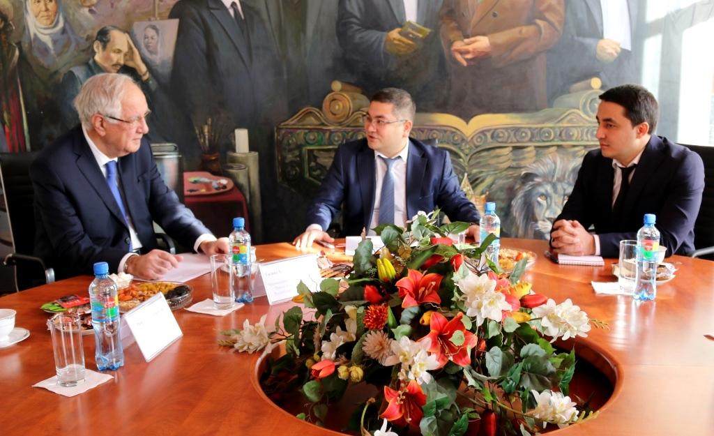 Министр юстиции Кыргызской Республики Уран Ахметов и Чрезвычайный и Полномочный Посол Азербайджанской Республики Гидаят Худуш оглы Оруджев обсудили перспективы сотрудничества