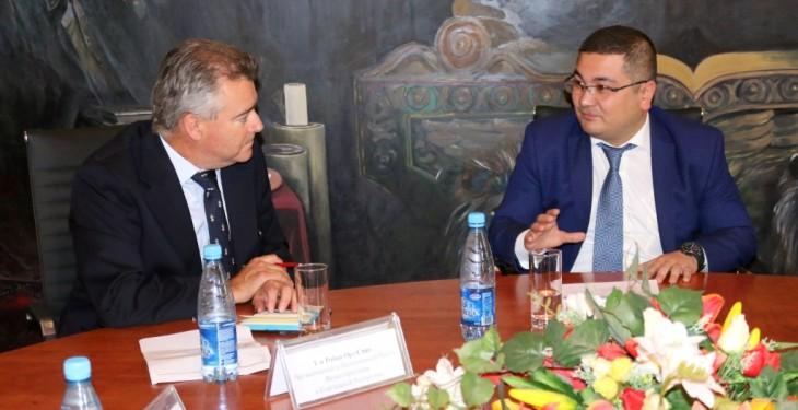 Состоялась встреча министра юстиции Кыргызской Республики Урана Ахметова с Чрезвычайным и Полномочным Послом Великобритании Робертом Орд-Смитом