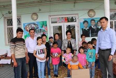Сотрудники Управления юстиции Ошской области и города Ош посетили детский дом.