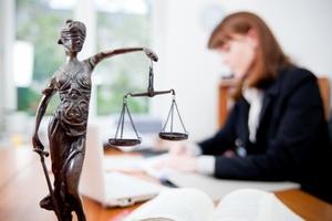 Юстиция министрлиги Ысык-Көл облусунун Чолпон-Ата жана Балыкчы шаарларында акысыз юридикалык жардам көрсөтүү боюнча эки борбор ачты