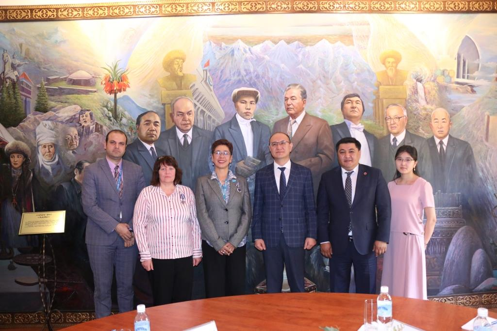 Марат Джаманкулов ЮНИСЕФтин Кыргызстандагы Өкүлчүлүгүнүн жетекчиси менен жолугушту