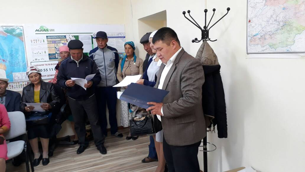 Государственный нотариус Жумгальского района Нарынской области провел встречу с сотрудниками ОАО «Айыл-Банк» и гражданами, пользующимися услугами банка