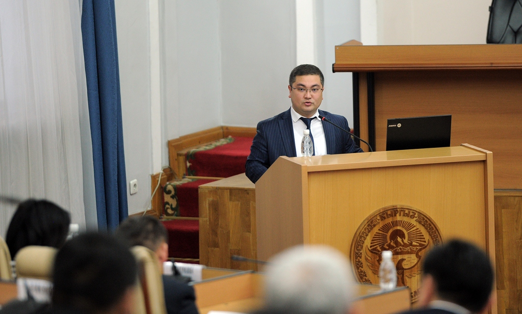 Министр юстиции Кыргызской Республики Уран Ахметов выступил с докладом по вопросу повышения качества нормотворческой деятельности Правительства Кыргызской Республики