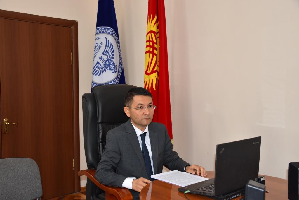 Кыргыз Республикасынын Юстиция министрлигинин жергиликтүү өз алдынча башкаруунун өкүлчүлүктүү органдарынын ченемдик укуктук актыларын Мамлекеттик реестрге, УМББна киргизүү тууралуу жыйналыш болуп өттү