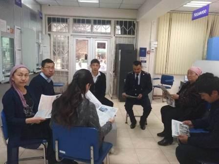 Сотрудники Управления юстиции Ошской области и города Ош провели праворазъяснительную работу среди работников банковского учреждения