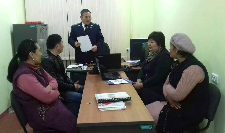 Государственный нотариус Араванского района Капаров А. провел праворазъяснительную работу среди работников ЗАГСа