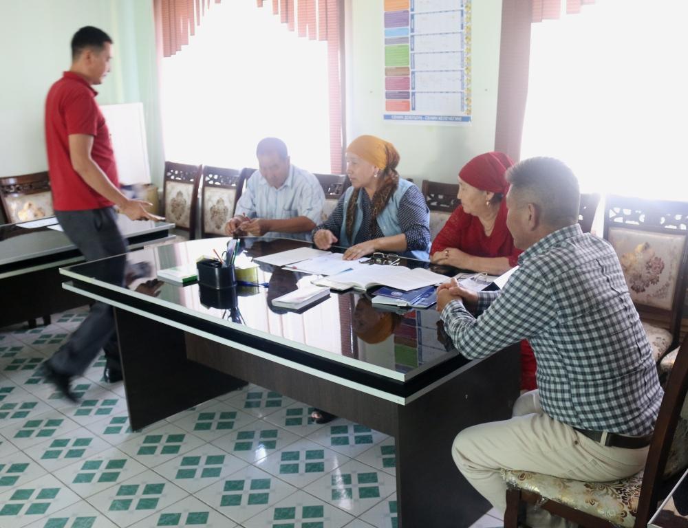 Сотрудники Управления юстиции Таласской области продолжают  работу по повышению правовой грамотности  сельского населения