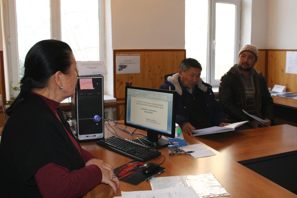 Старший государственный нотариус города Ош Рахат Зулпукарова провела праворазъяснительную работу среди населения и работников  ГРС