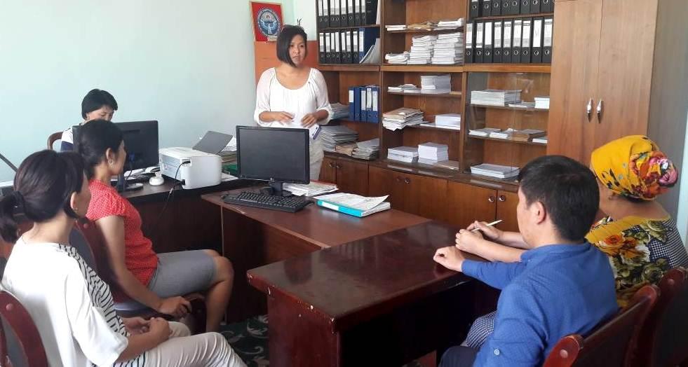 Государственный нотариус Базар-Коргонского района Джалал-Абадской области провела встречу с работниками отдела ЗАГСа