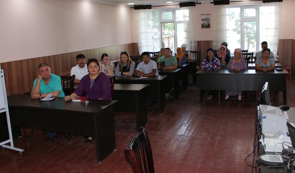 Сотрудники Управления юстиции Ошской области и города Ош провели праворазъяснительную работу