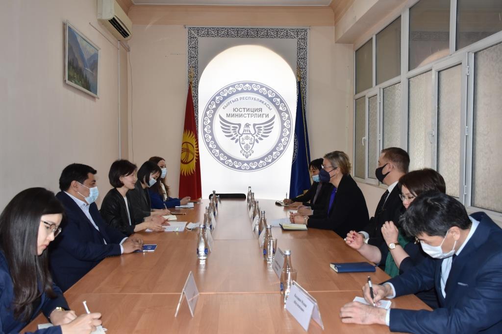 Министр юстиции А. Чынбаева и Постоянный представитель ПРООН в Кыргызской Республике Луиз Чемберлен  обсудили вопросы сотрудничества
