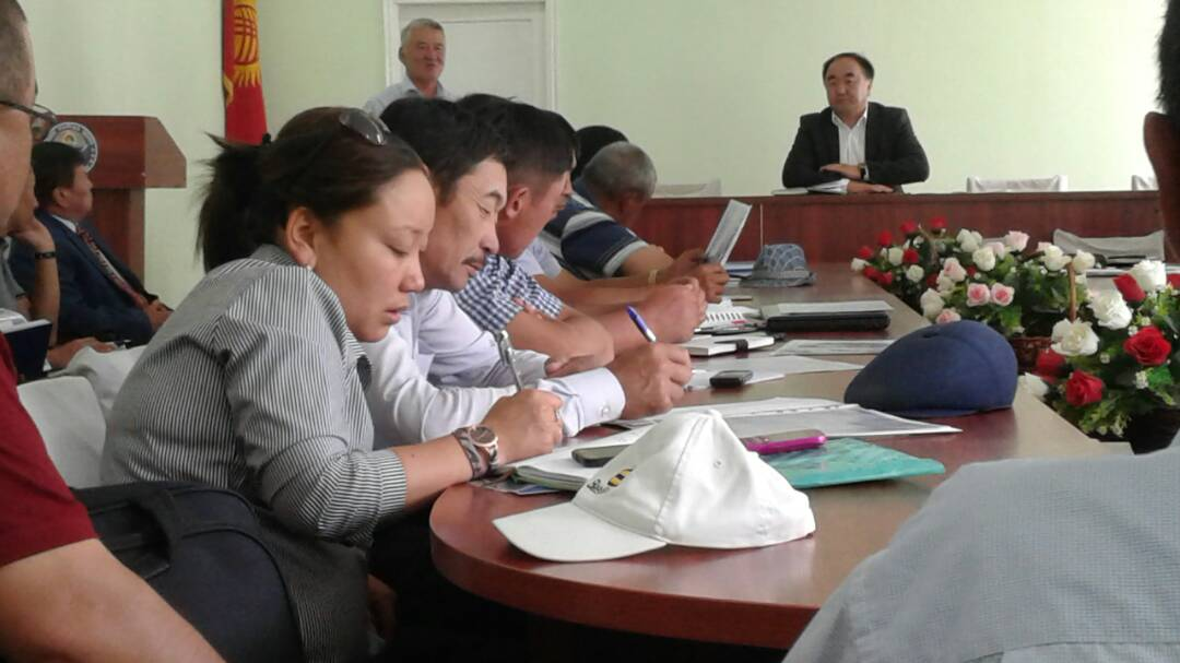 В Ат-Башинском районе Нарынской области государственный нотариус провел разъяснительную работу
