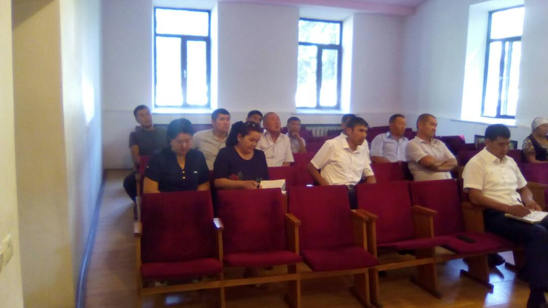 В г.Кок-Жангак Джалал-Абадской области проведен семинар с участием депутатов местного кенеша и работников мэрии