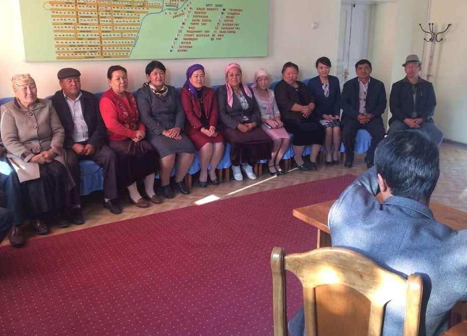 Жалал-Абад облусунун Кок-Жангак шаарынын мамлекеттик нотариусу Багыш айыл өкмөтүнүн кызматкерлери менен жолугушушту