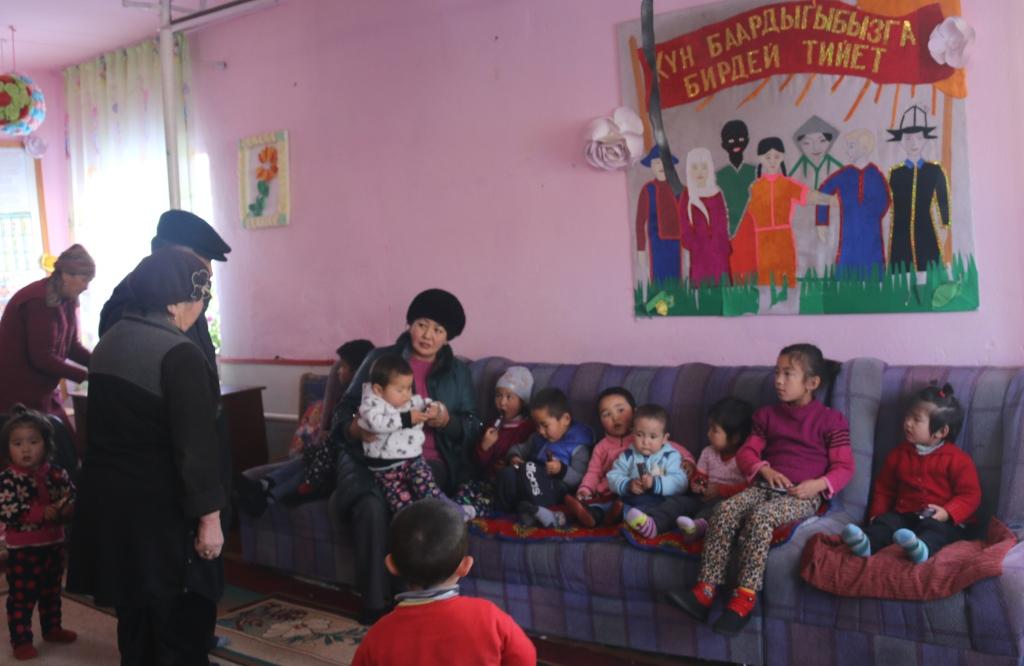 Сотрудники Управления юстиции Таласской области провели встречу с детьми реабилитационного центра «Бекнур »