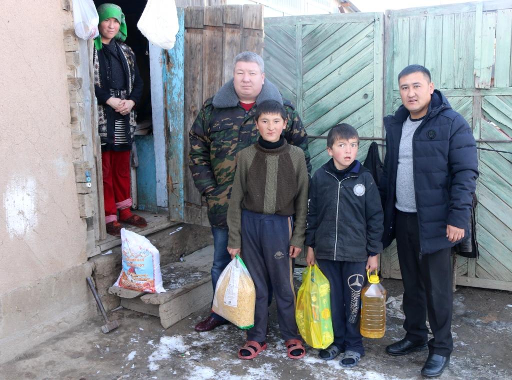 Сотрудники Управления юстиции и государственные нотариусы Иссык-Кульской области провели ряд мероприятий в рамках месячника «Мы вместе»