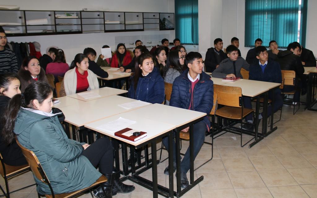 Специалист Управления юстиции Ошской области и города Ош Бакытов Ж. прочитал лекцию для учеников школы Ага Хана
