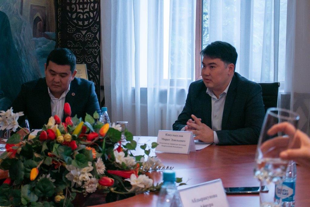 Юстиция министринин орун басары Марат Канулькулов ЕККУнун Бишкектеги Программалык кеңсесинин башчысы менен пробация институтун өнүктүрүү маселесин талкуулады