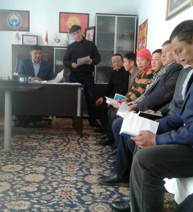 Государственный нотариус Чаткальского района Жалал-Абадской области встретился с работниками айыл окмоту