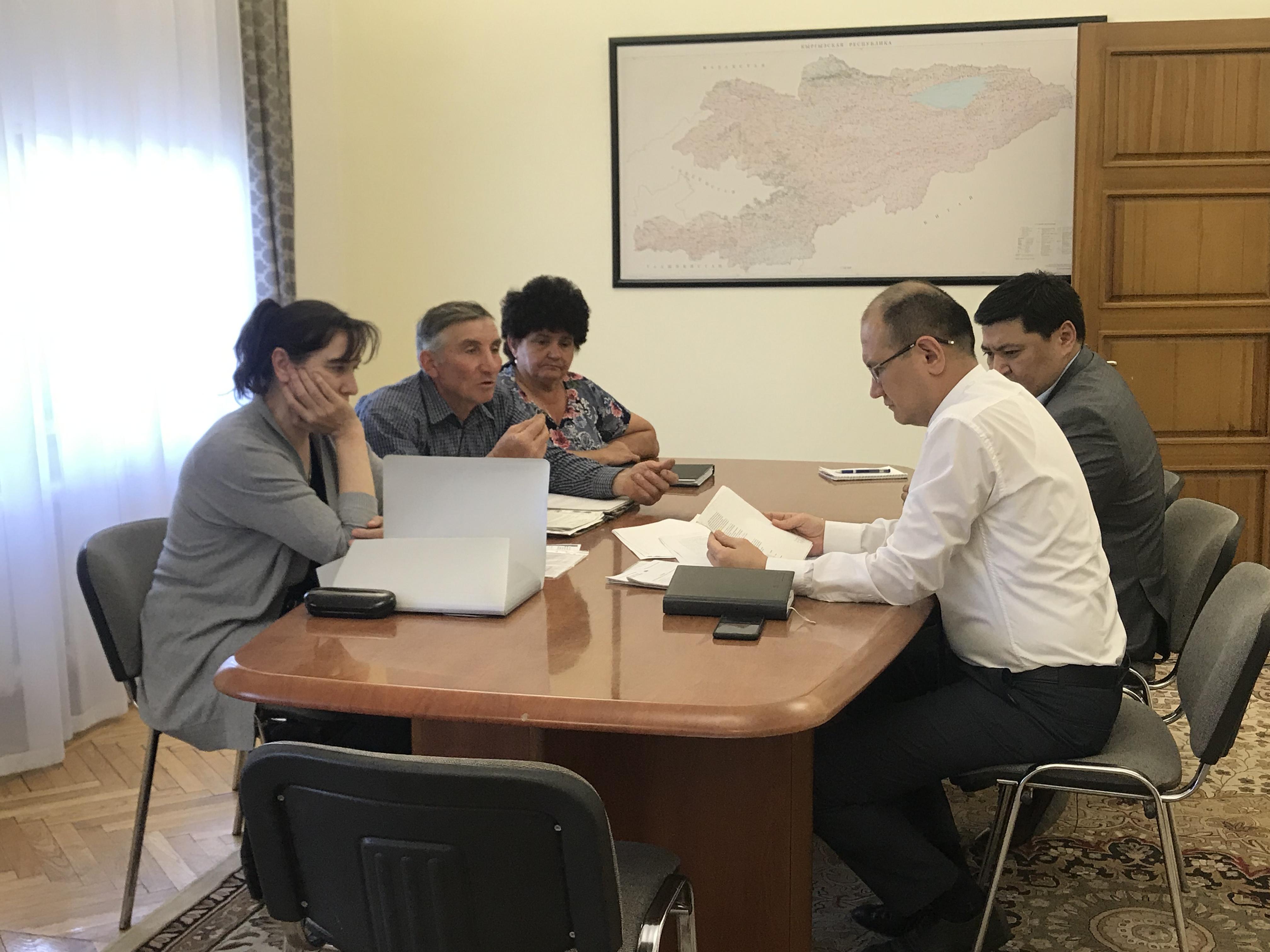 КРнын Юстиция министри Марат Джаманкулов жарандарды кабыл алды