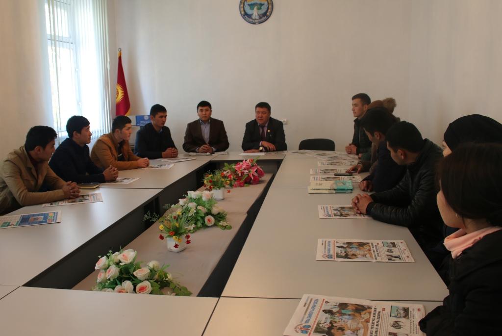 Управлением юстиции Ошской области и города Ош проведен день открытых дверей для студентов Ошского кыргызско-узбекского университета